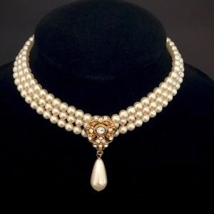 Jewelry - Triple Strand Pearl & Gold Necklace